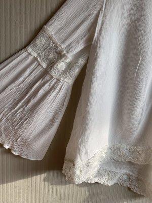 Schöne Bluse mit weiten Armen