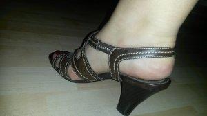 schöne braune sandalen