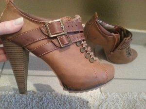 schöne braune Schuhe