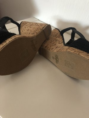 Schöne Buffallo Keil Absatz Sandaletten