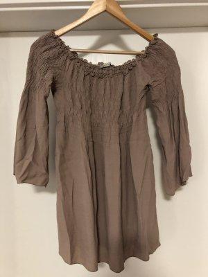 Schöne Carmen-Bluse