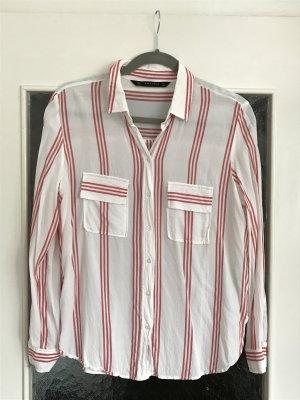 Schöne creme-rot gestreifte Bluse von Zara. 2 Taschen vorne.