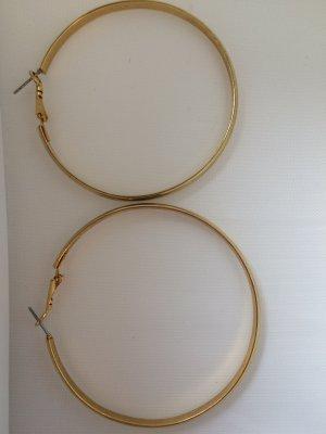 schöne Creolen-Ohrringe in gold