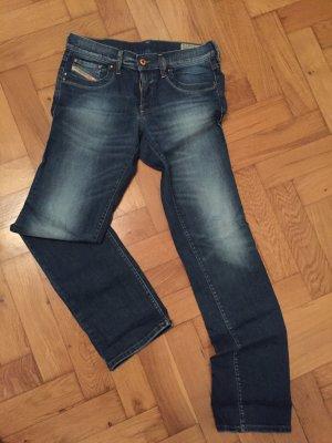 Schöne Diesel-Jeans mit geradem Bein, Größe 29/32