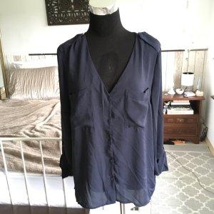 Schöne dunkelblaue Bluse