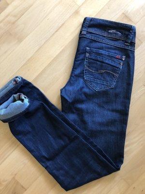 Schöne dunkelblaue QS Jeans