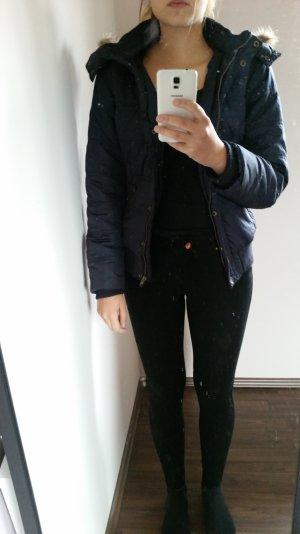 Schöne dunkelblaue Winterjacke