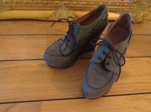 Schöne Echtlederplateau-Schuhe von Urban Outfitters, olivefarben, Größe 38
