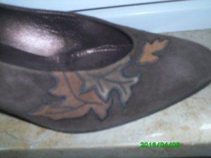 Schöne, elegante braune Schuhe