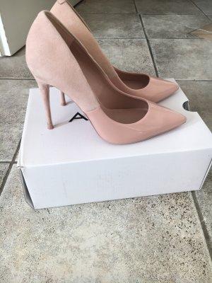 Schöne elegante und feminine High Heels
