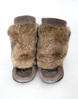 Schöne Fake Fur Stiefel in braun mit Leder und Perlenstickerei