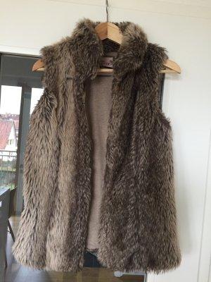 Schöne Fake Fur Weste von Bershka