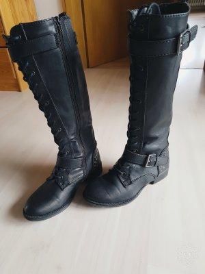 Schöne flache Stiefel