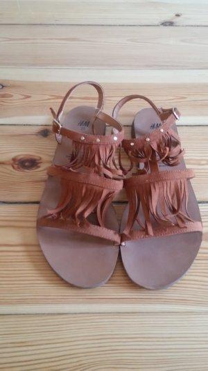 schöne Fransen Sandalen in Wildlederoptik