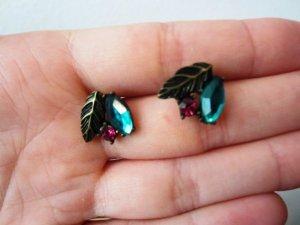 Schöne funkelnde Ohrringe in grün/pink