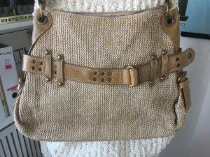 Schöne, geflochtene Handtasche