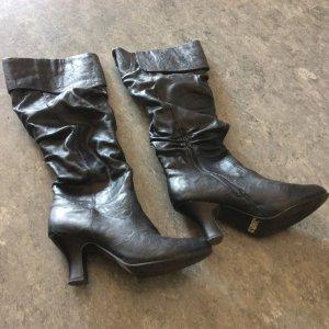 Schöne gefütterte Hochschaft-Stiefel für kalte Tage
