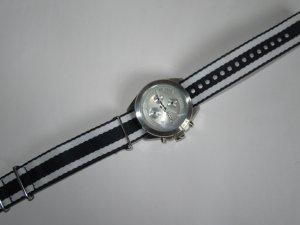 schöne gestreifte Fossil Armbanduhr