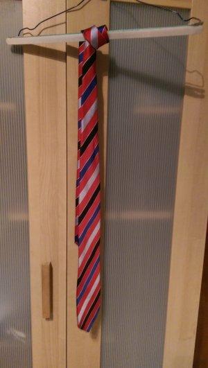Schöne gestreifte krawatte