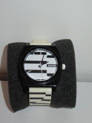 schöne gestreifte Nixon Uhr
