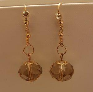 Schöne Gold-Details-Ohrhänger mit Glasschliff-Perle (selbstgemacht)