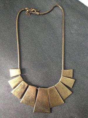 Schöne goldene Halskette