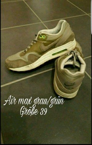Schöne grau/grüne Nike air max