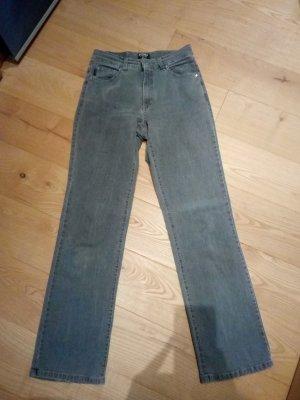 Schöne graue Jeans in gutem Zustand