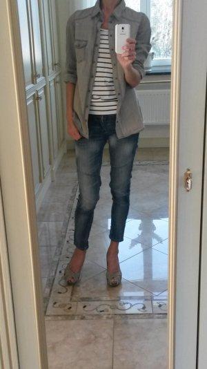 Schöne graue jeanshemd leicht destroyed -look!
