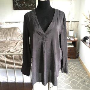 Schöne graue Oversized-Bluse