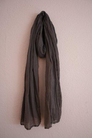 Schöne graue Schal von Pull & Bear