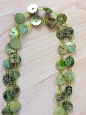 Schöne grüne lange Kette mit Perlmuttplättchen