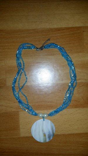 schöne Halskette aus Perlen und Anhänger aus Muschel Modeschmuck