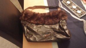 schöne Handtasche in braun mit Fell von Esprit
