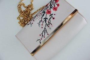 Schöne Handtasche mit Blumen
