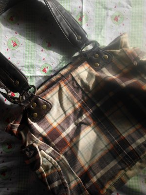 schöne Handtasche mit Caromuster