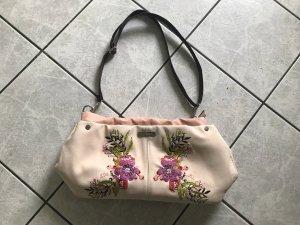 Schöne Handtasche mit Stickereien