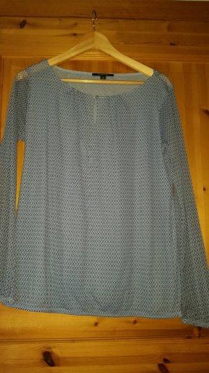 Schöne hellblaue Bluse
