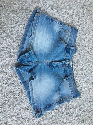 Schöne Hellblaue Hot Pants