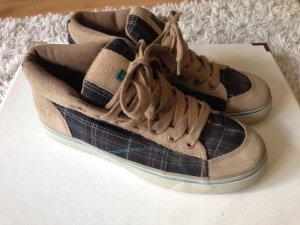 schöne High-Top Sneaker