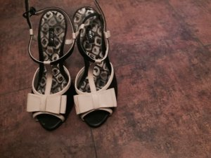 schöne hohe Sandalette