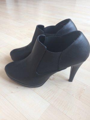 Schöne hohe Schuhe schwarz