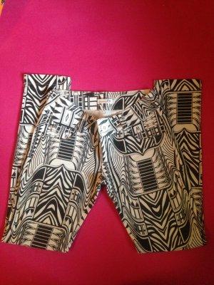 Schöne Hose schwarz-weiß Muster