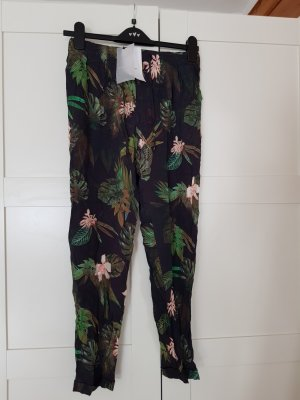 b78a9247ebc7 Bershka Trousers at reasonable prices   Secondhand   Prelved