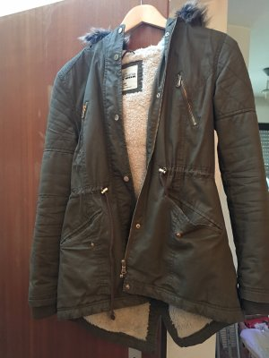 Schöne Jacke mit Kapuzenfell