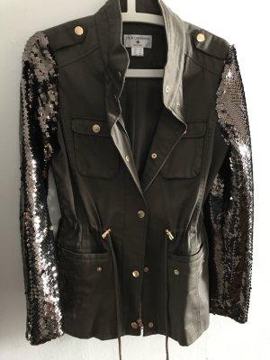Schöne Jacke mit Pailletten an den Ärmeln