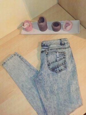 Schöne Jeans mit silbernen Nieten