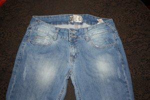 schöne Jeans mit Waschung