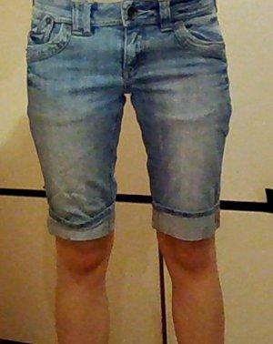 Schöne Jeans Short für den Frühling.