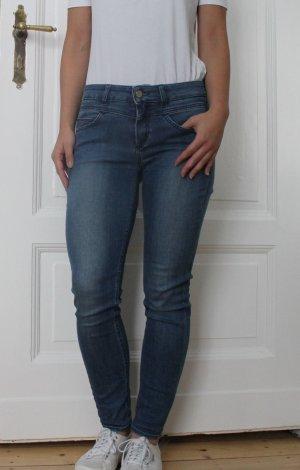Schöne Jeans von Hugo Boss Premium Denim Gr. 27 *original*